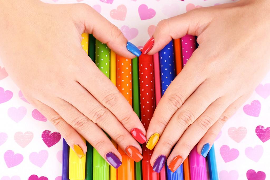 У каждого ногтя свой цвет