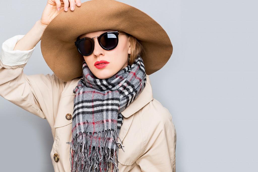 Модная бежевая шляпа на зиму