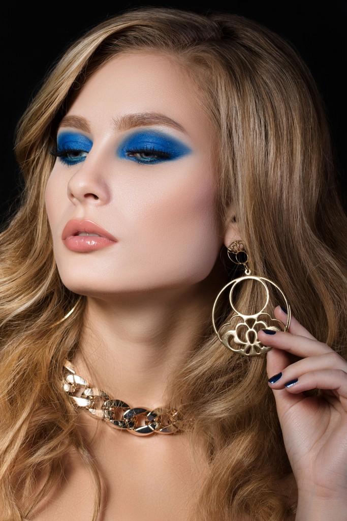Макияж с синими тенями