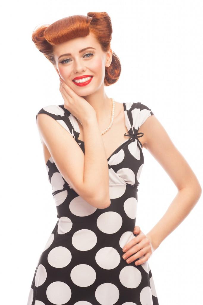 Прическа в стиле 40-х с валиком