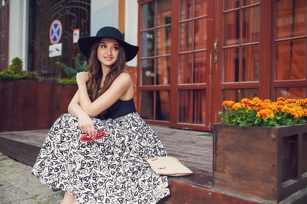 Широкополая шляпа с юбкой