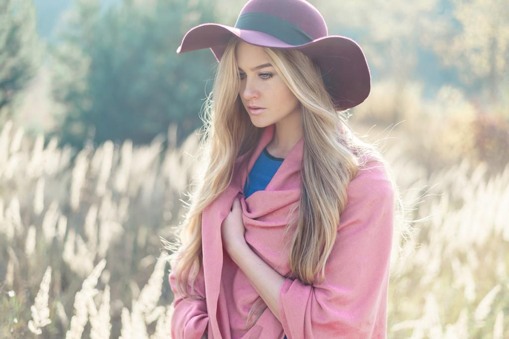 Бордовая шляпа из фетра
