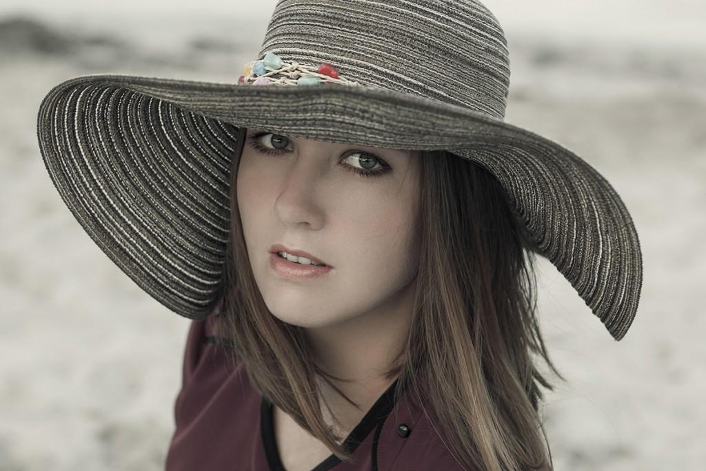 Шляпа из соломы на лето