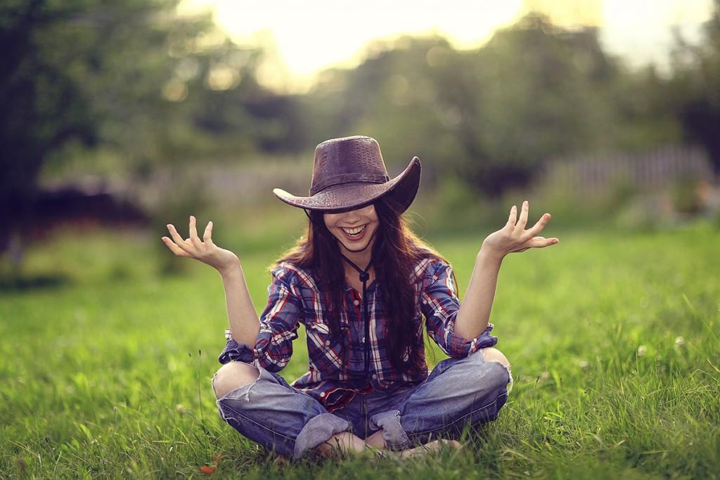 Соломенная шляпа в ковбойском стиле