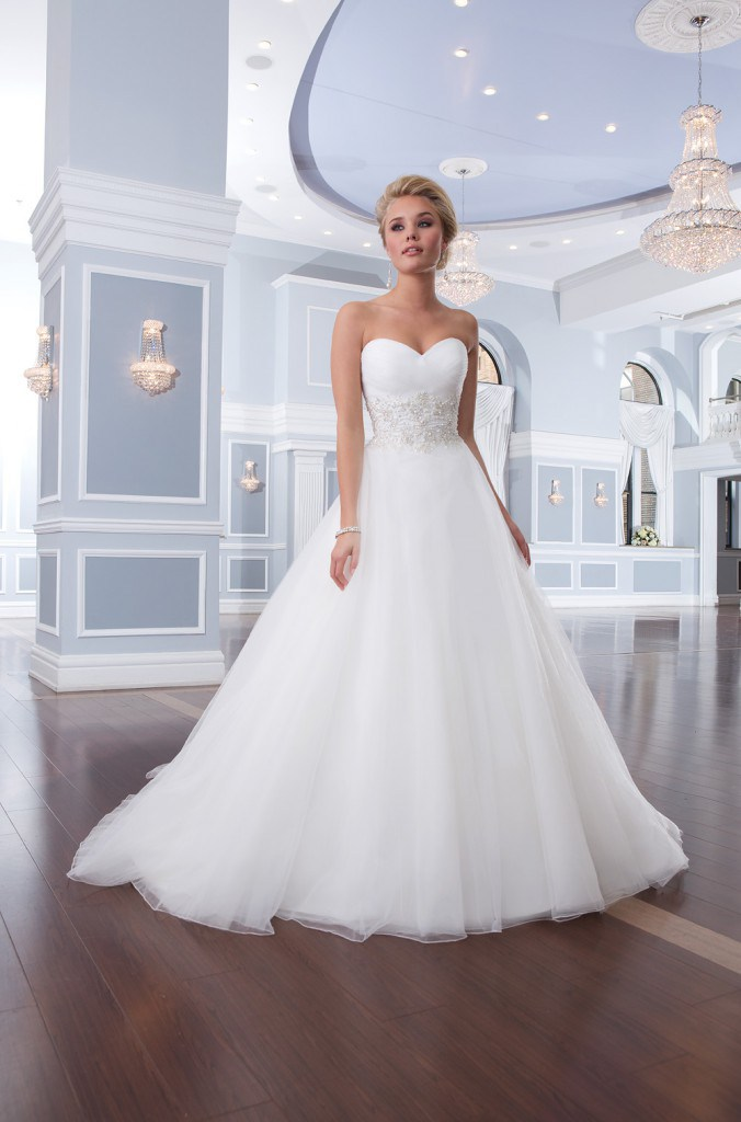 Свадебное платье с акцентом на талии
