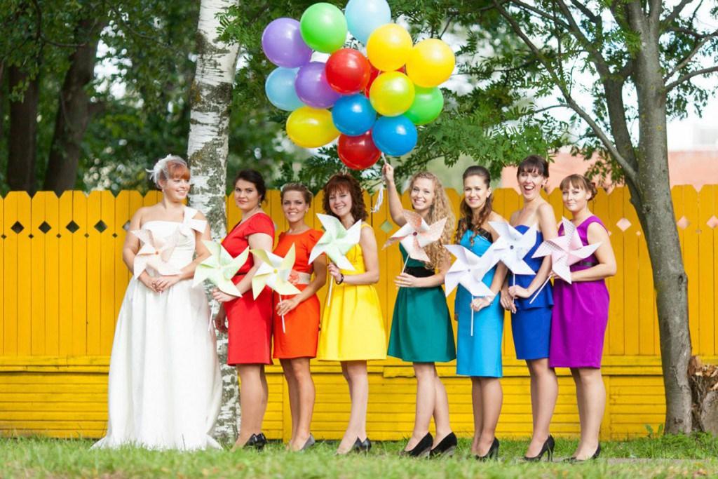 Платья подружек невесты в цвет радуги