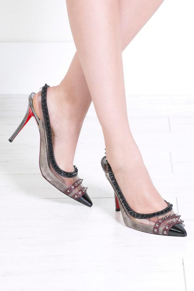 Туфли от Christian Louboutin.