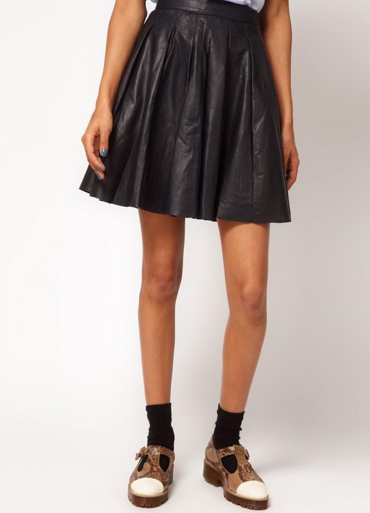 Черная юбка солнце с туфлями на плоской подошве