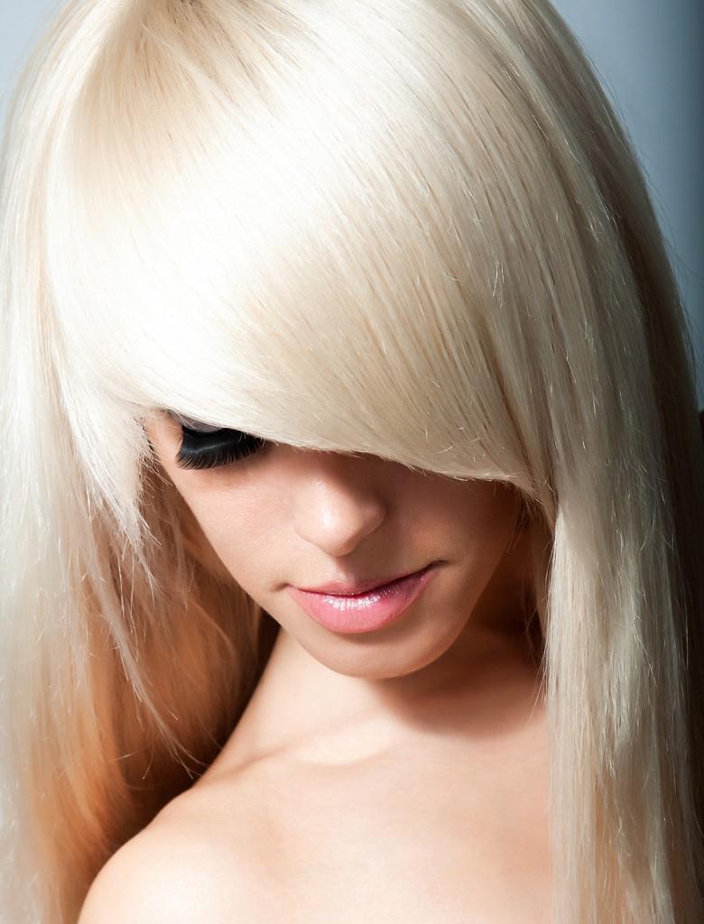 Косая челка и длинные волосы