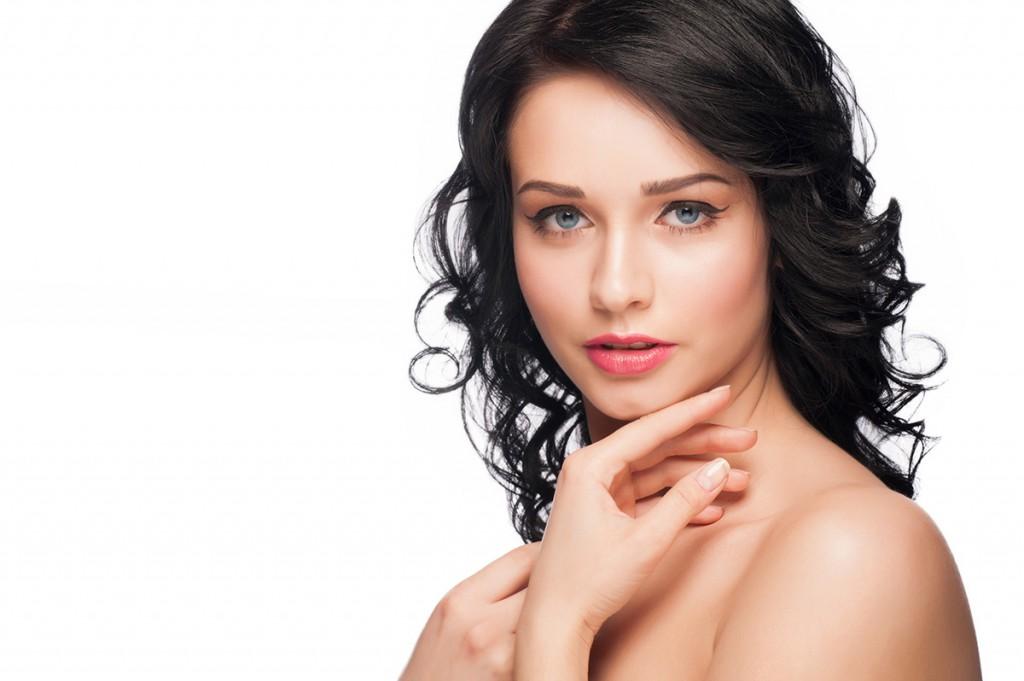 Натуральный макияж с нежным оттенком помады