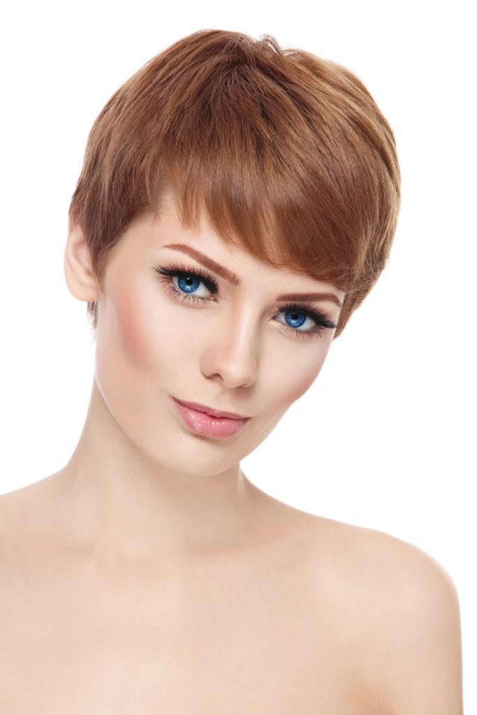 Стильная укладка на короткие волосыСтильная укладка на короткие волосы