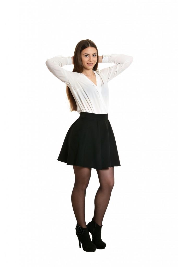 Черная юбка с белой блузкой