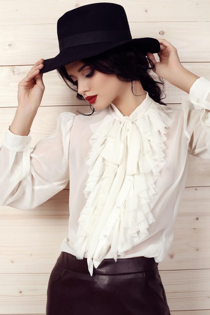 Блуза с длинным рукавом с бахромой
