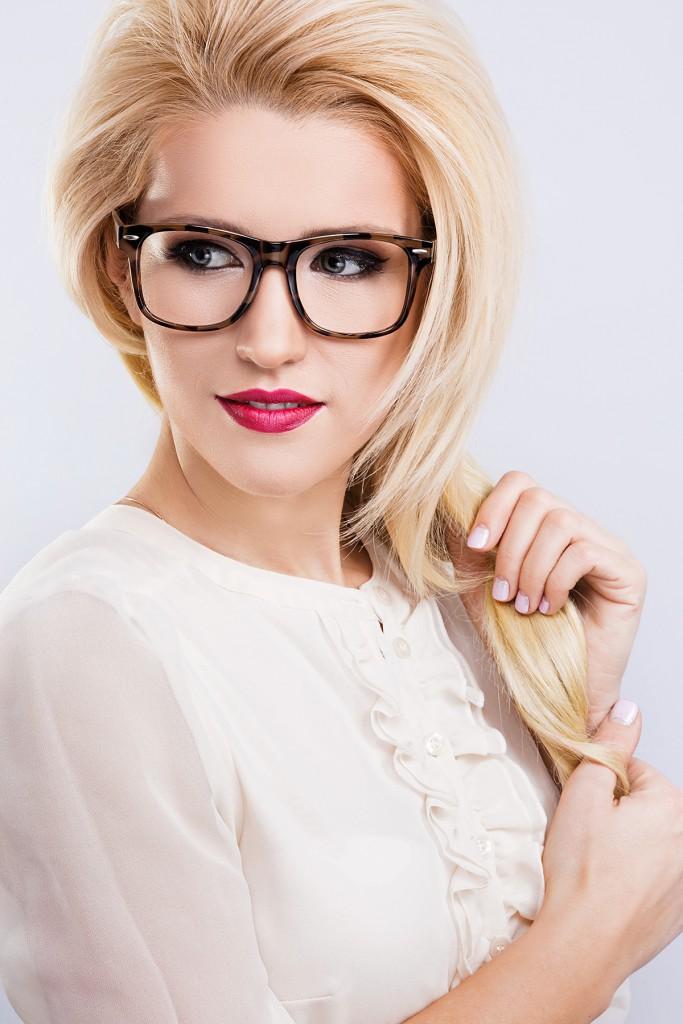 Модные очки для блондинок