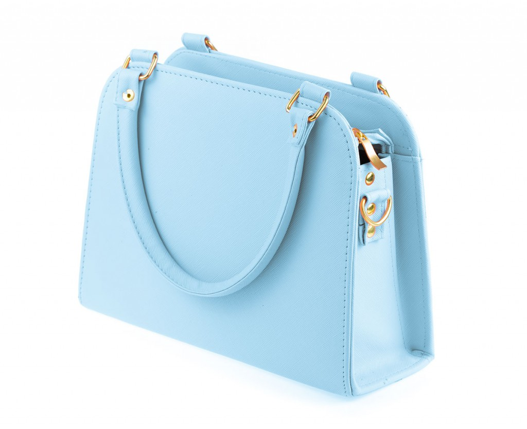 Яркая голубая сумка