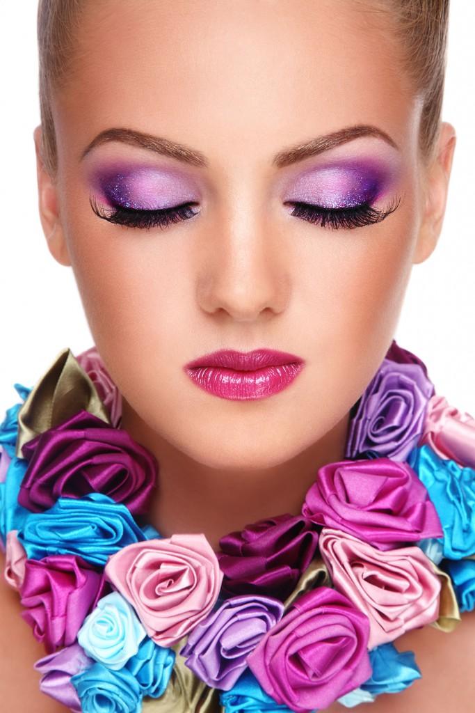 Макияж глаз с яркими розовыми тенями