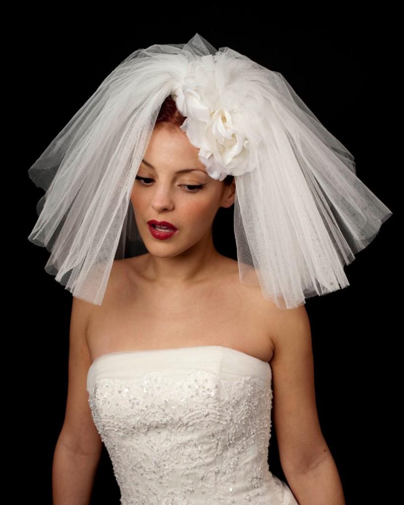 Свадебное платье с короткой фатой