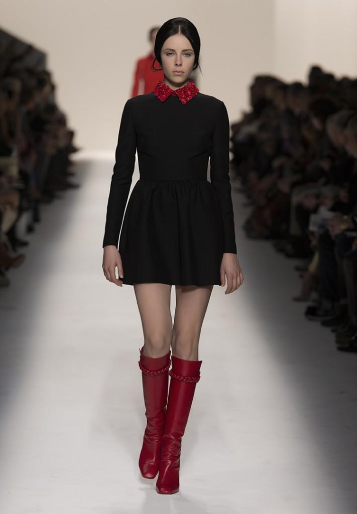 Красные сапоги с платьем
