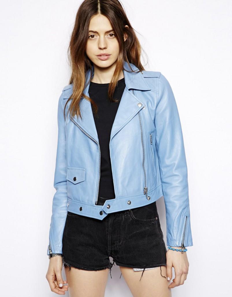 Кожаная голубая куртка косуха