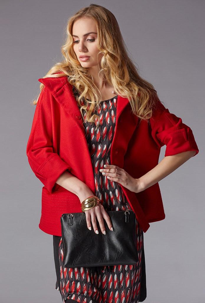 Короткое пальто с рукавами в три-четверти