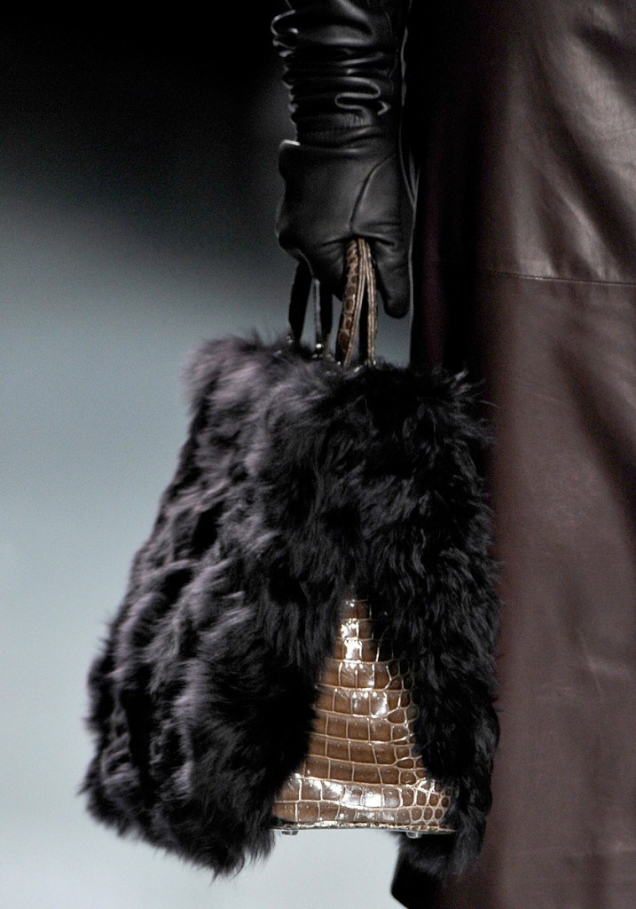 Черная меховая сумка