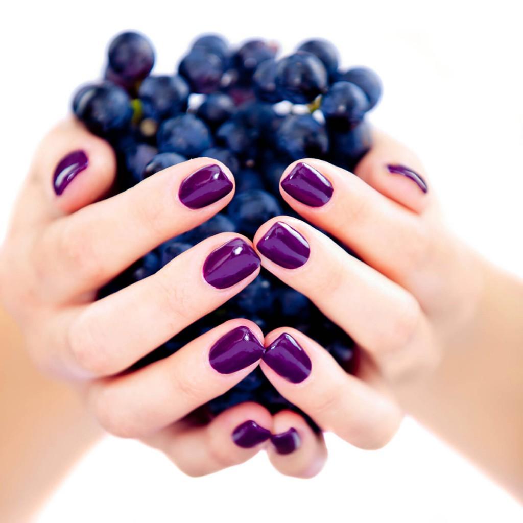 Фиолетовый маникюр гель-лаком