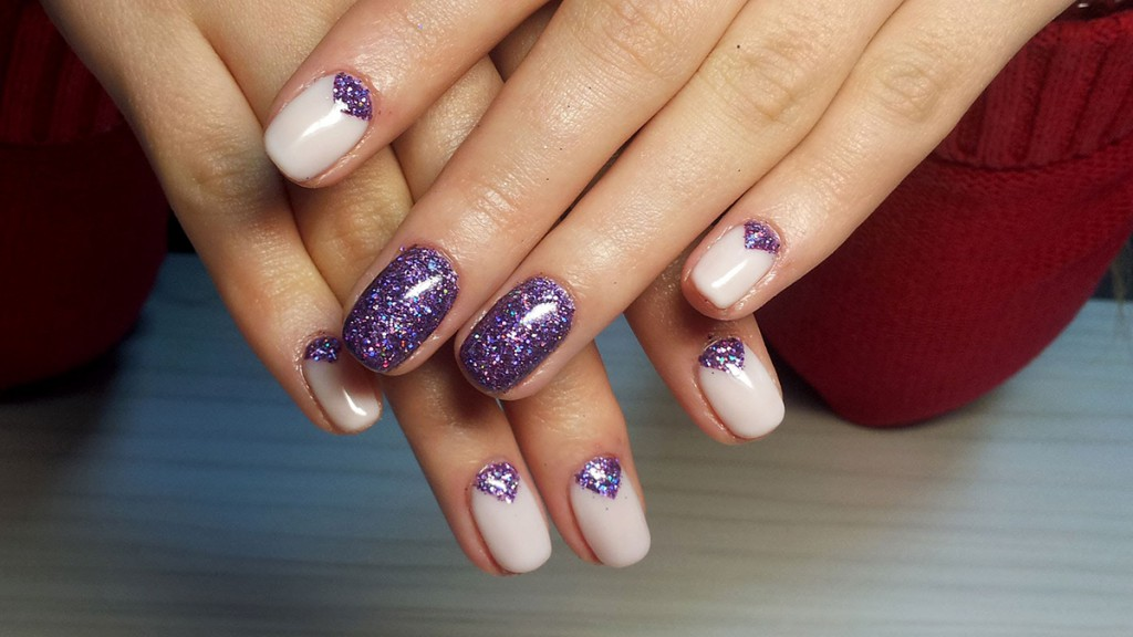 Бежево-фиолетовый маникюр гель-лаком