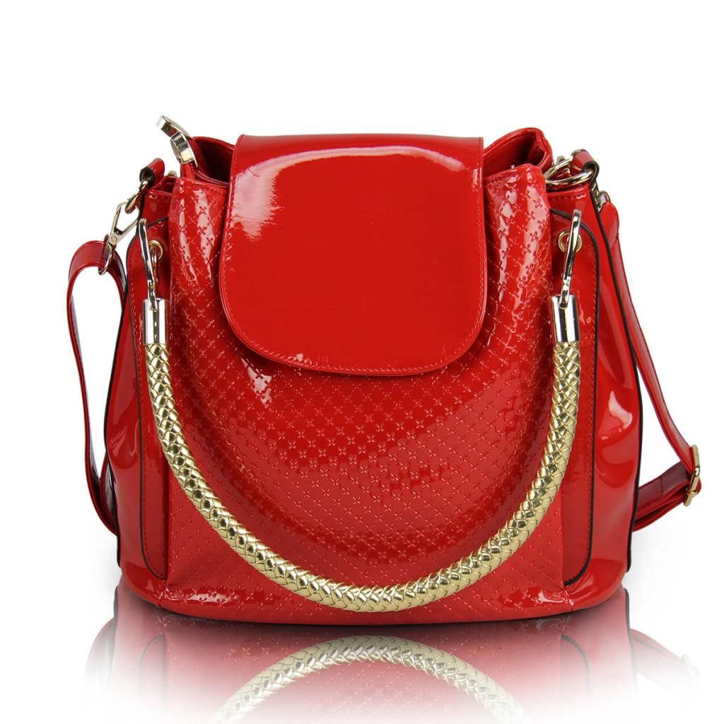 Необычная лаковая сумка