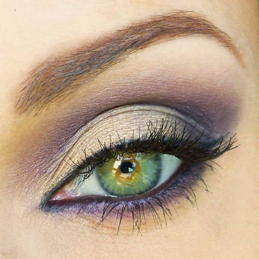 Дымчатый макияж для зеленых глаз
