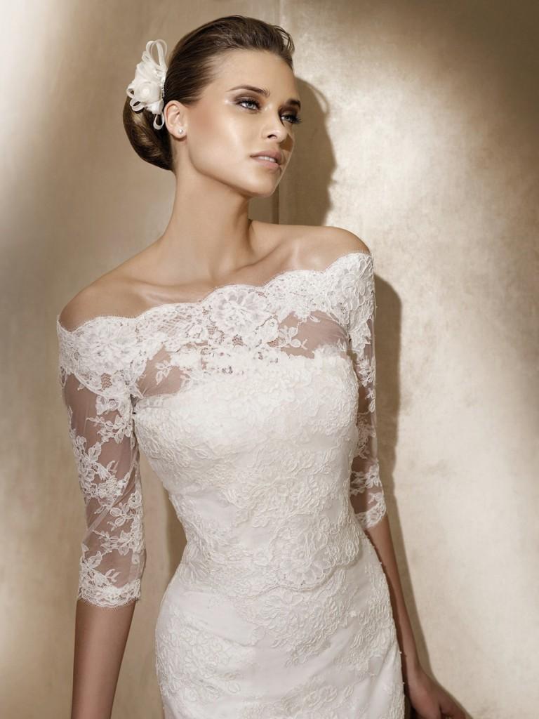 Свадебное кружевное платье с открытыми плечами