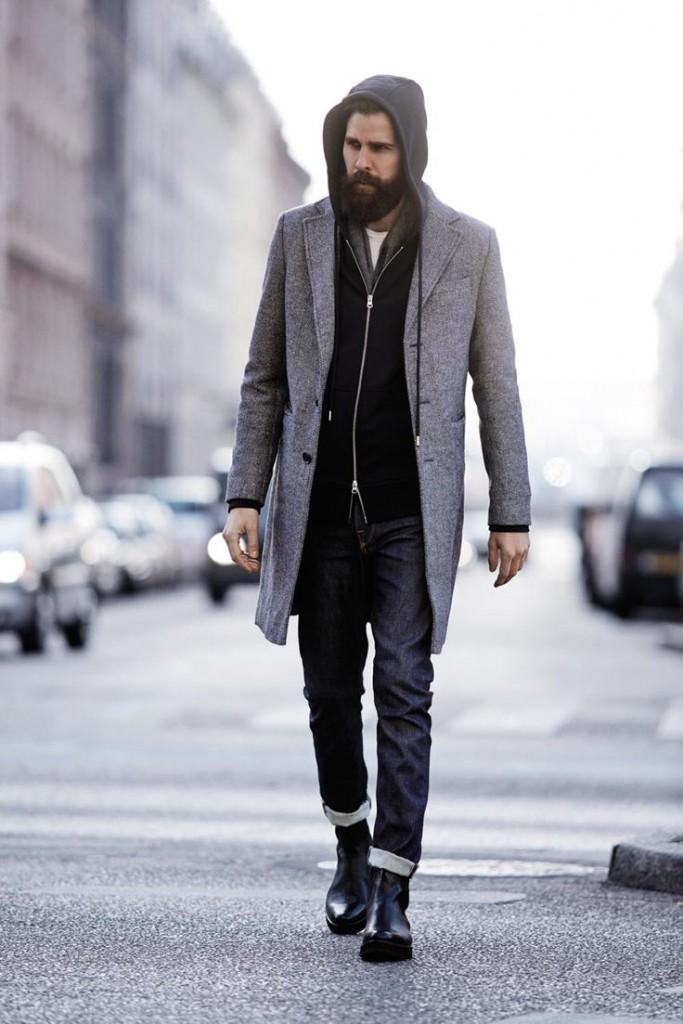 Стильные мужские джинсы с пальто