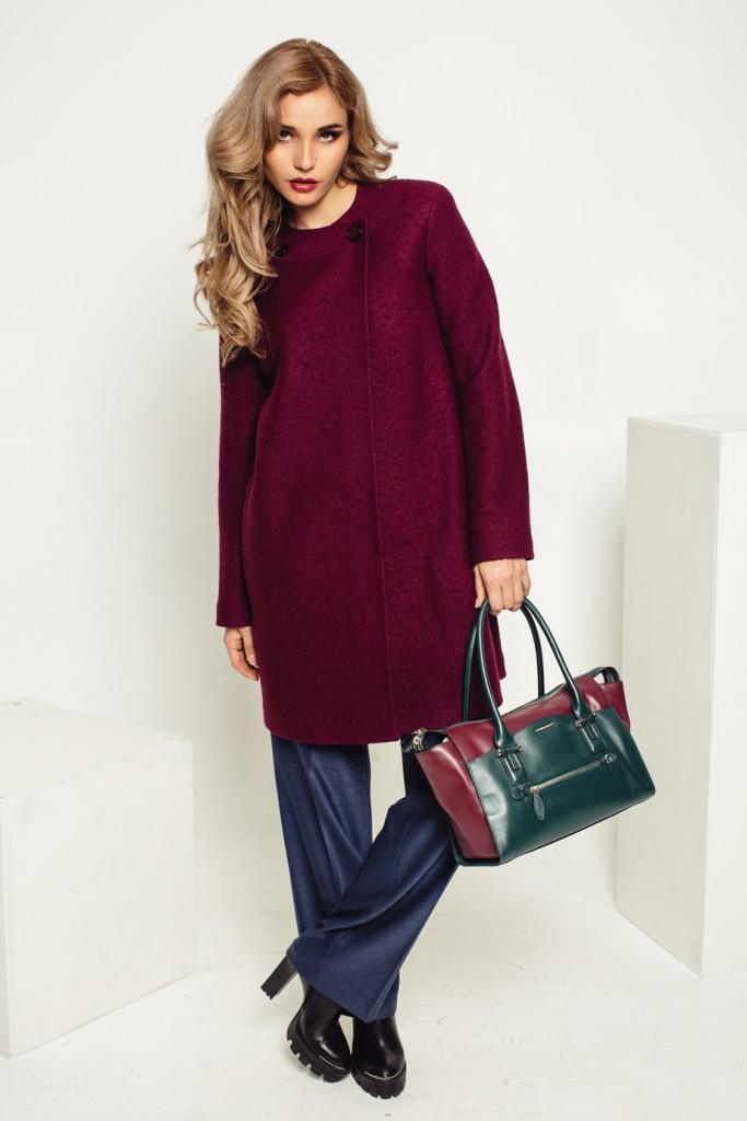 Бордовое пальто