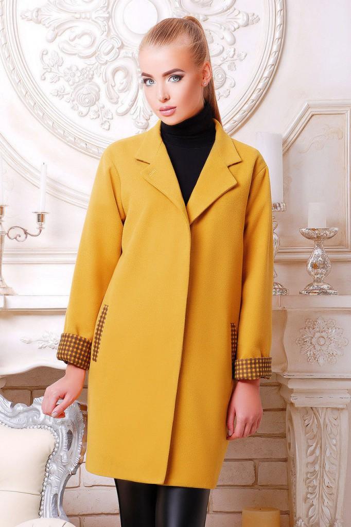 Теплое желтое пальто