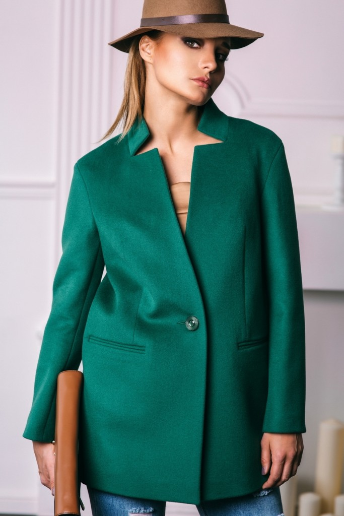 Короткое зеленое пальто