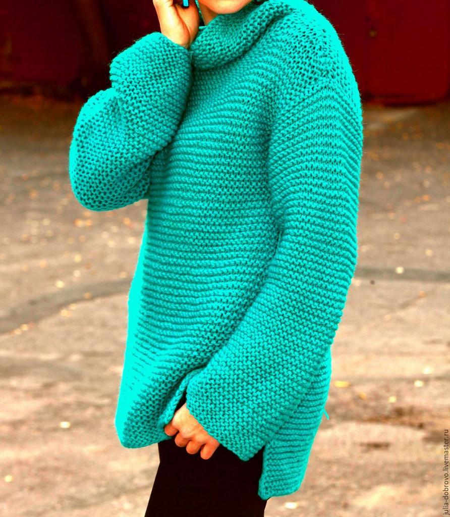 Зеленый свитер оверсайз