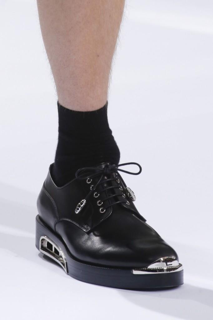 Модная мужская обувь на толстой подошве