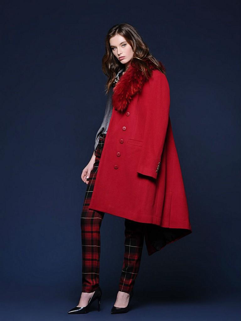 Красное пальто-трапеция