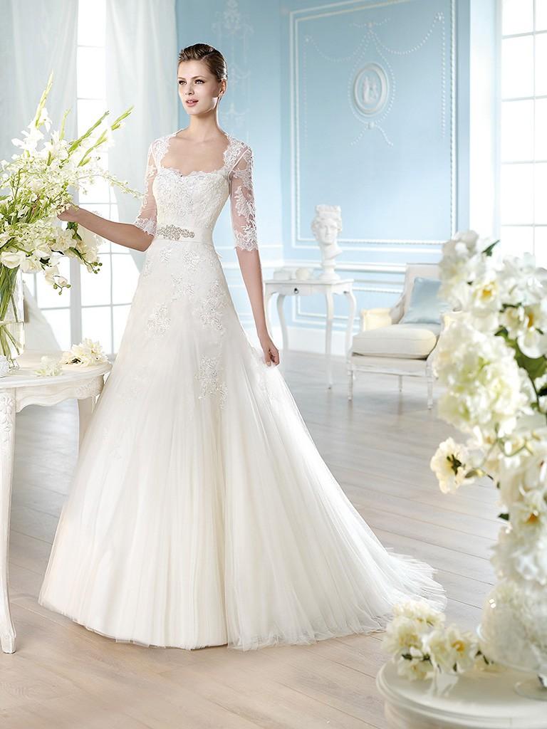 Свадебное платье с кружевными рукавами по локоть