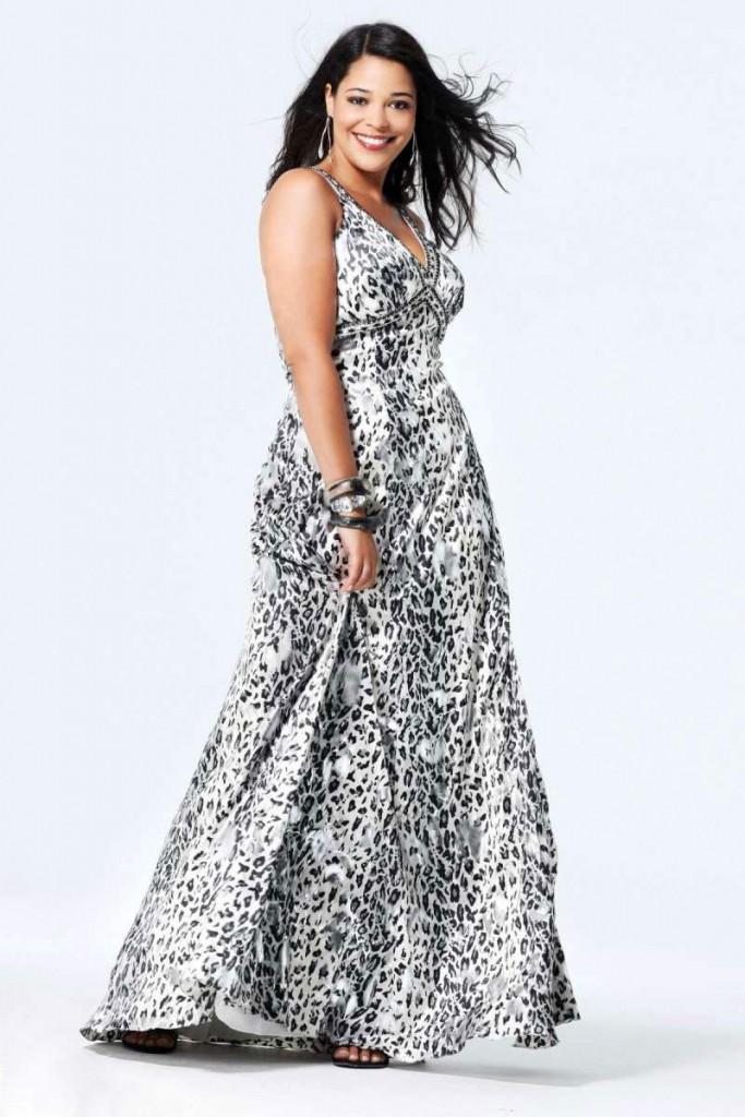 Платье с мелким принтом для полной женщины