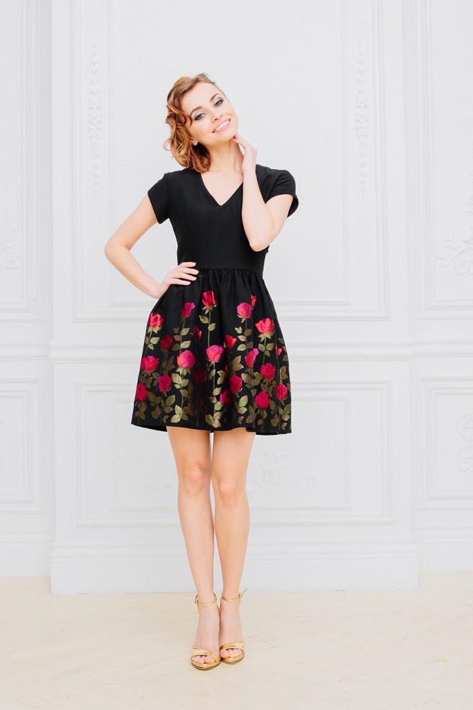 Черное коктейльное платье с вышивкой
