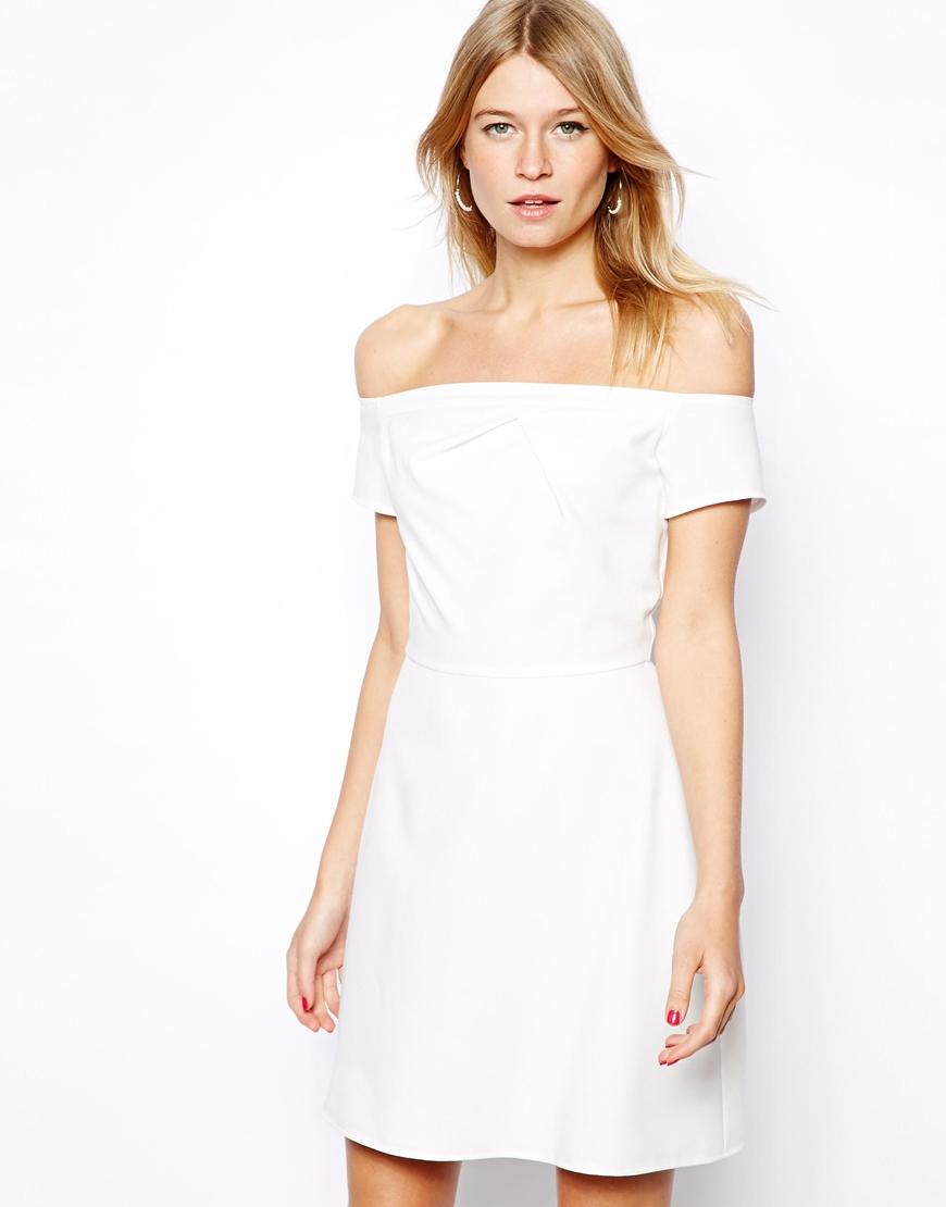 Модели платьев со спущенными плечами