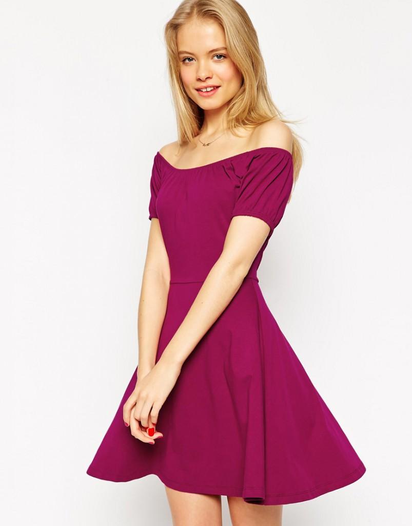 Маленькое платье с открытыми плечами цвета фуксии