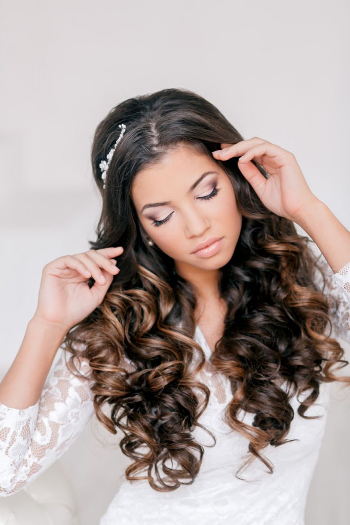 Свадебные прически на вьющиеся длинные волосы