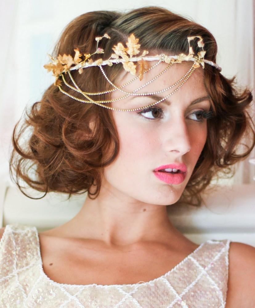 Прическа свадебная на короткие волосы с диадемой