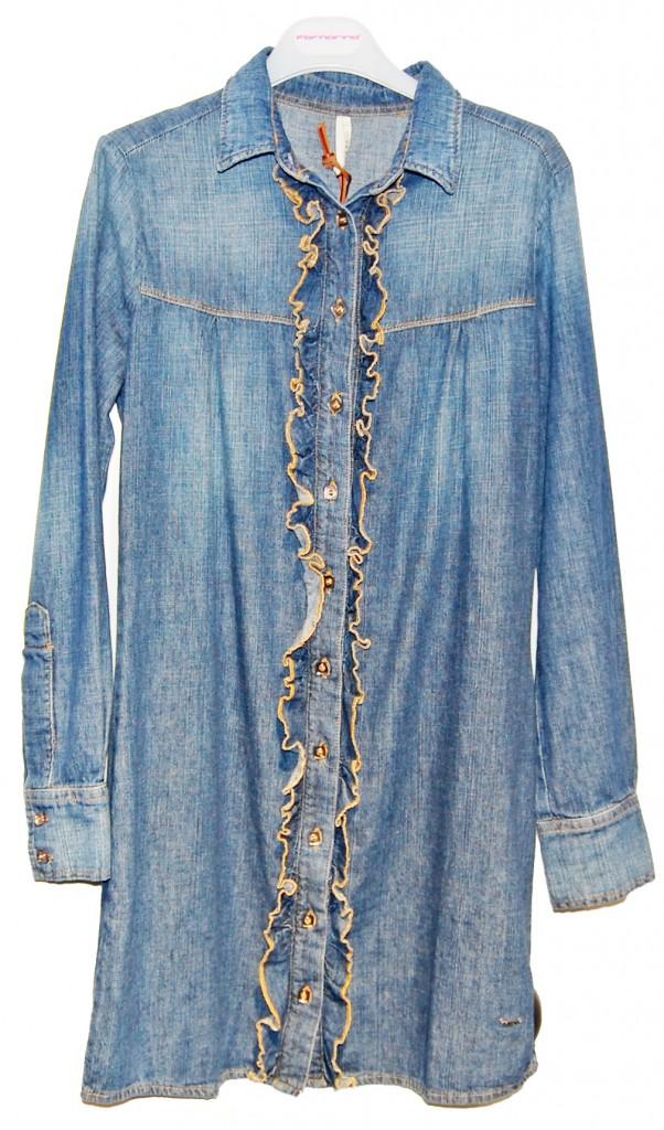 Свободная джинсовая рубашка