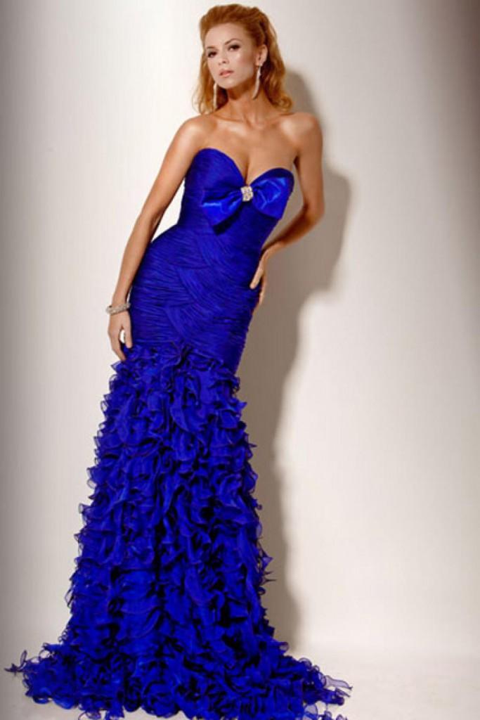 Синее вечернее платье с пышной юбкой