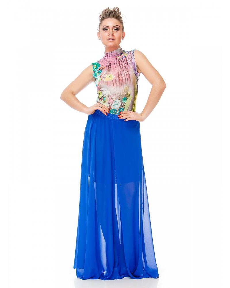 Длинная синяя юбка с разноцветной блузкой