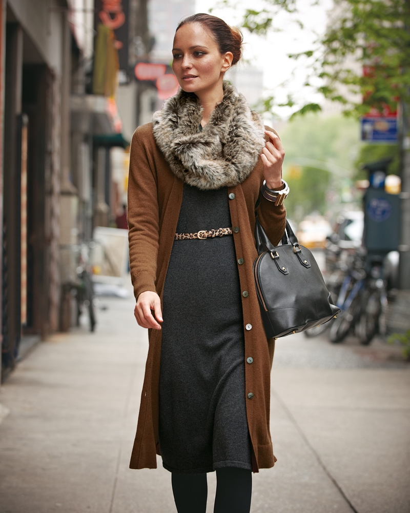 Меховой шарф-снуд  с кардиганом и платьем