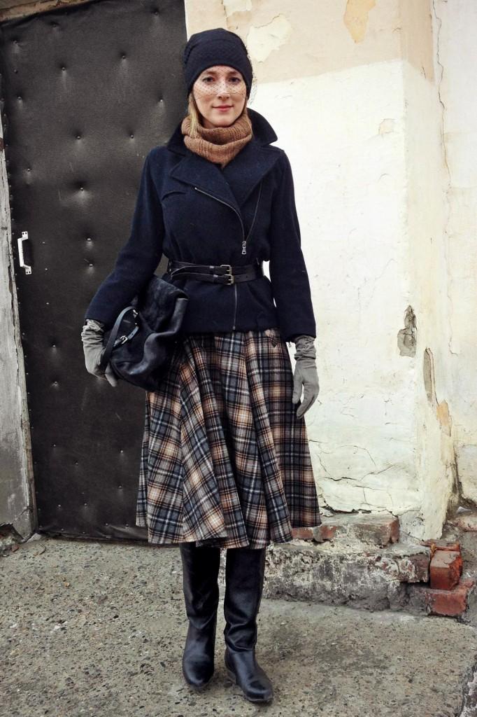 Темная юбка из драпа