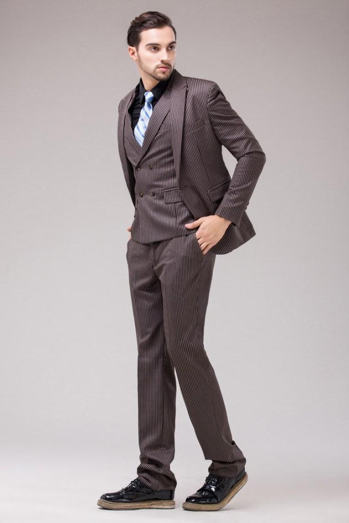 Мужской костюм в полоску в английском стиле